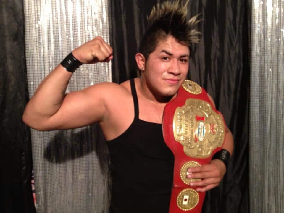 Eterno, nuevo Campeón Intercontinental de Peso Medio de IWRG / Arena Naucalpan - 11 de abril de 2013 / Photo by Tercer Caída en Facebook