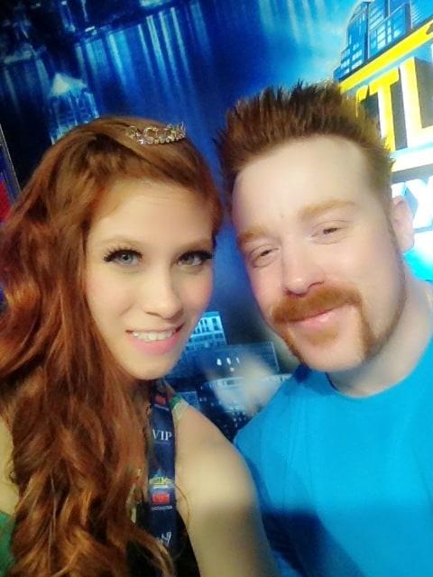 Noyra Laoch y Sheamus / twitter.com/RealNoyra
