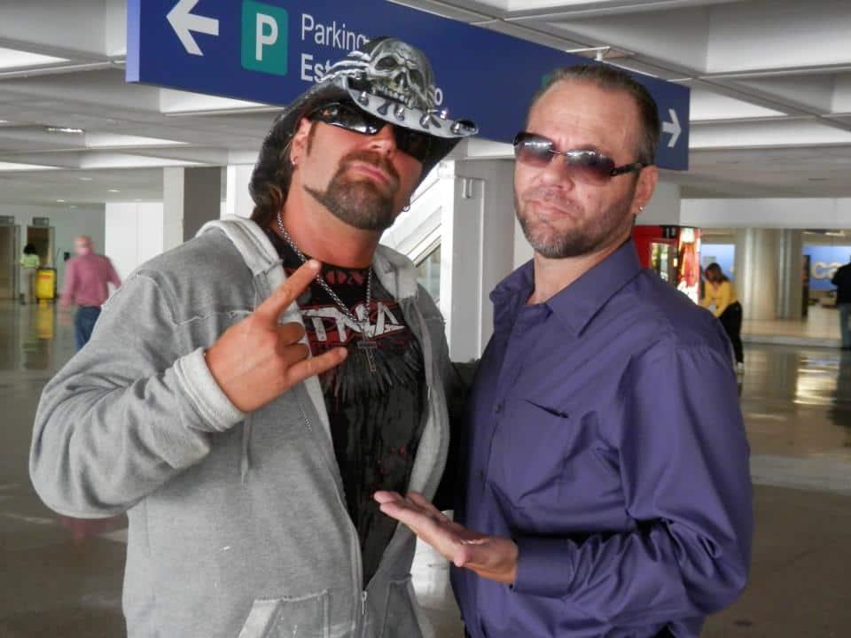 """James Storm y Rico Casanova, el Campeón Mundial de DWE, en Puerto Rico, listos para WWL """"Idols of Wrestling"""" / 20 de abril de 2013 / Photo by WWL Mundial en Facebook"""