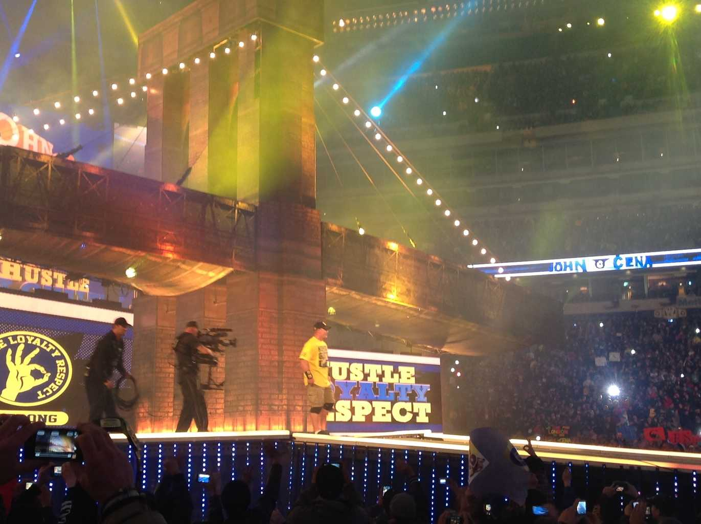 The discreet entrance of John Cena in Wrestlemania 29 / Photo by Alex Ruiz - Superluchas