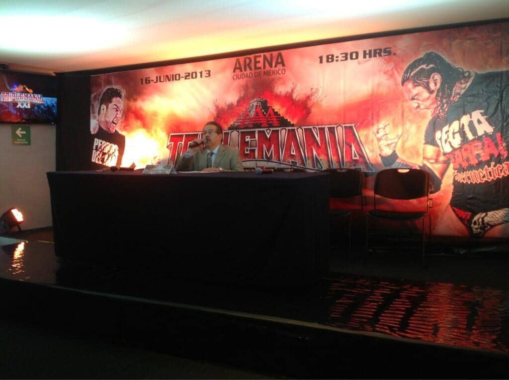 Lic. Joaquín Roldán en la Conferencia de Prensa del magno evento Triplemanía XXI / Arena Ciudad de México – 28 de mayo de 2013 / Photo by @Lucha_Libre_AAA en Twitter
