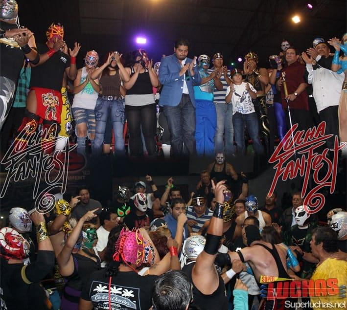 Homenaje y Porra a Héctor Garza por parte de los participantes en el Lucha Fan Fest VI (1/6/13) / Photo by: Rostro Oculto