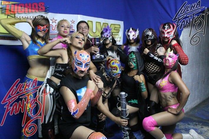 Lásser con las participantes de la Copa Femenil en el Lucha Fan Fest VI (1/6/13) / Photo by: Rostro Oculto