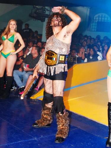 Bárbaro Cavernario y Black Metal debutaron en la Arena Coliseo 12