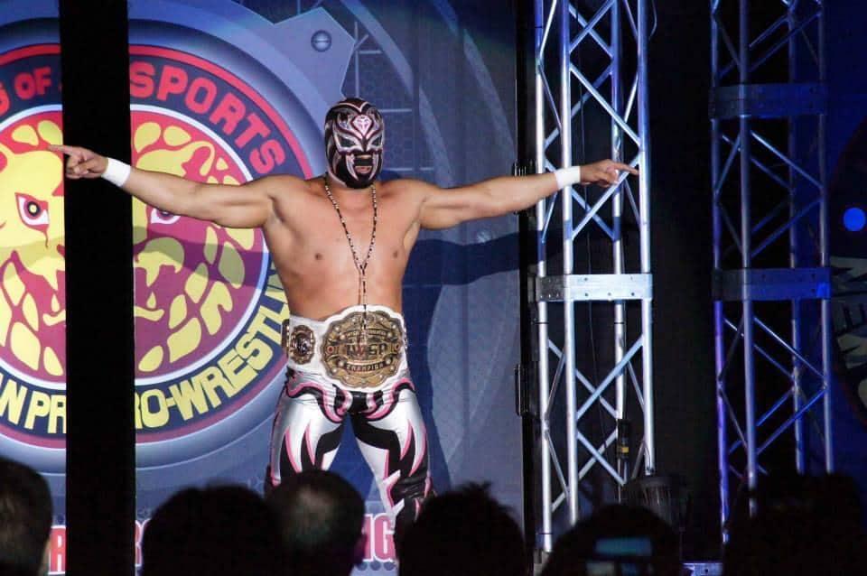 La Sombra con el Campeonato Intercontinental IWGP en NJPW / Japón / Image by @lasombra_cmll