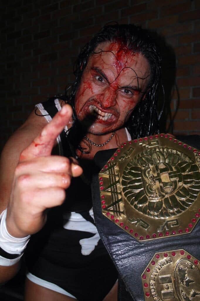 Texano Jr. retiene el Megacampeonato AAA en Héroes Inmortales VII / Gimnasio Miguel Hidalgo de Puebla – 18 de octubre de 2013 / Image by @luchalibreaaa