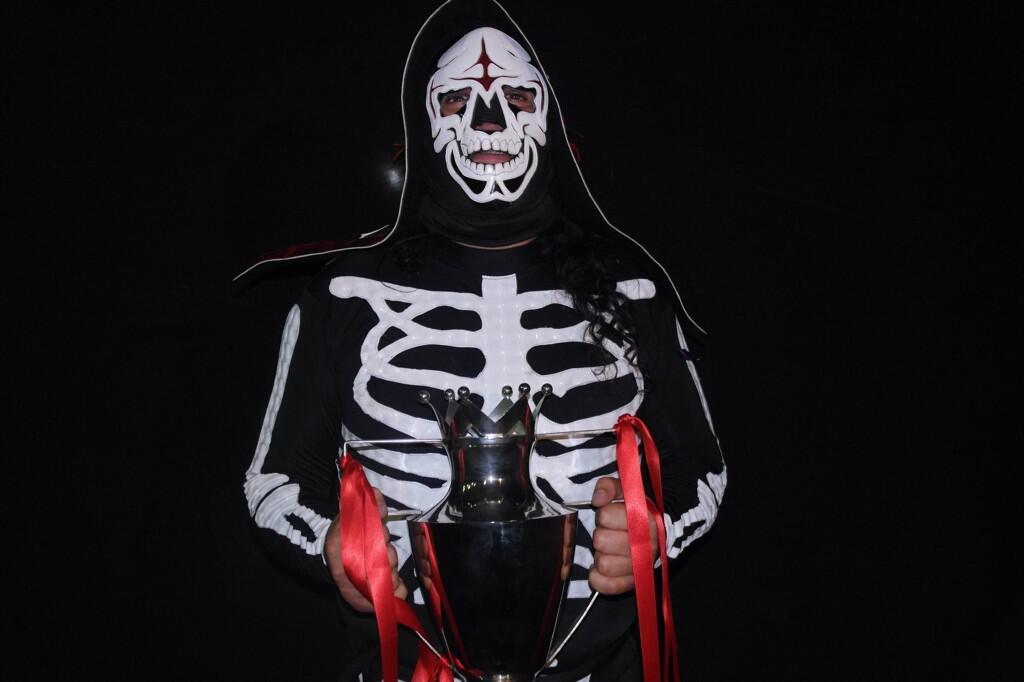 La Parka… ¡ganador de la Copa Antonio Peña 2013! - @Parka_AAA @hijodelfantasma #HéroesInmortales 1