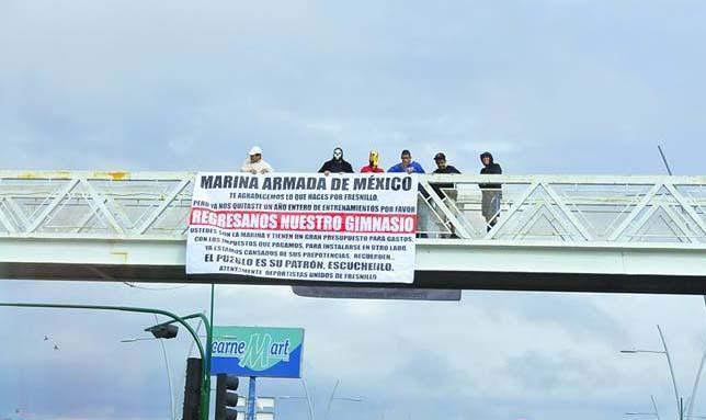 Luchadores protestan contra la Secretaría de Marina. 2