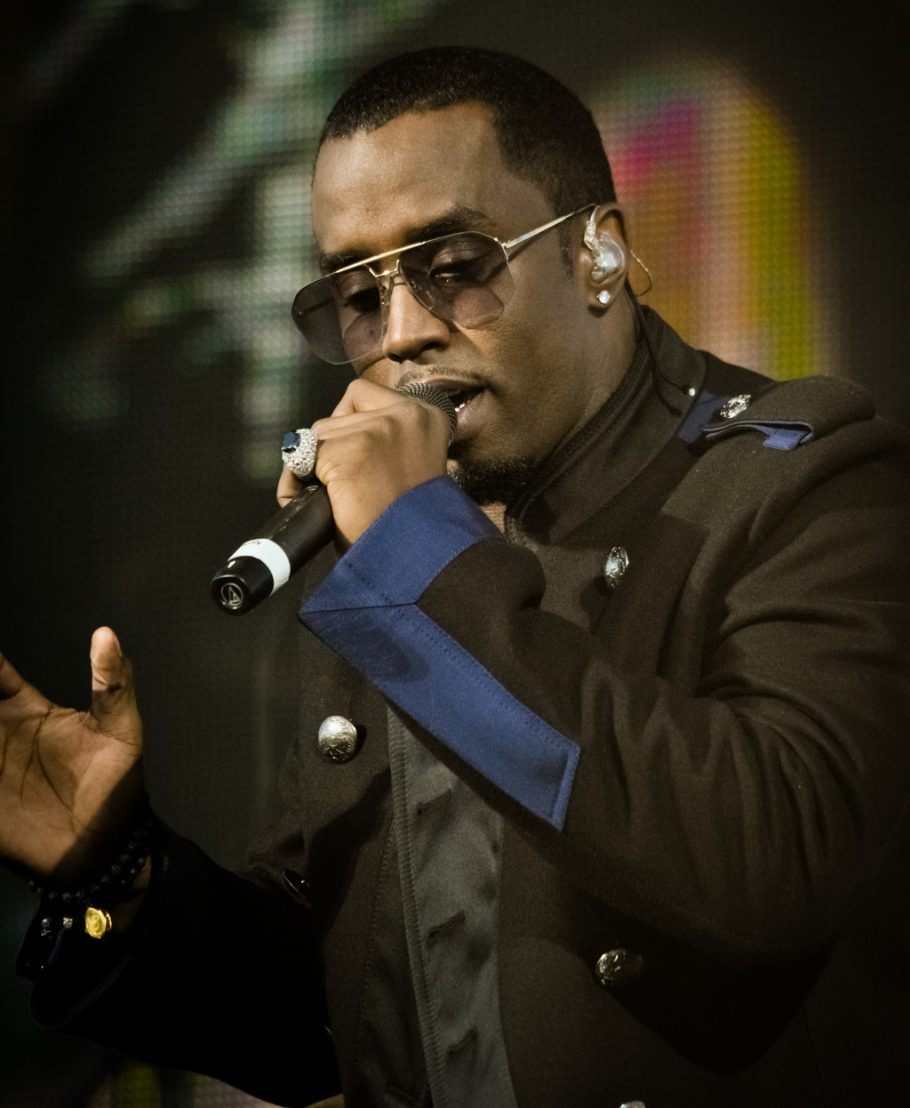 Diddy (Sean Combs) cantando en WWE Tribute to the Troops 2010 / Reckless Dream Photography - Flickr.com